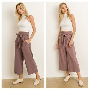 Ash Rose Cropped Pants With Pockets